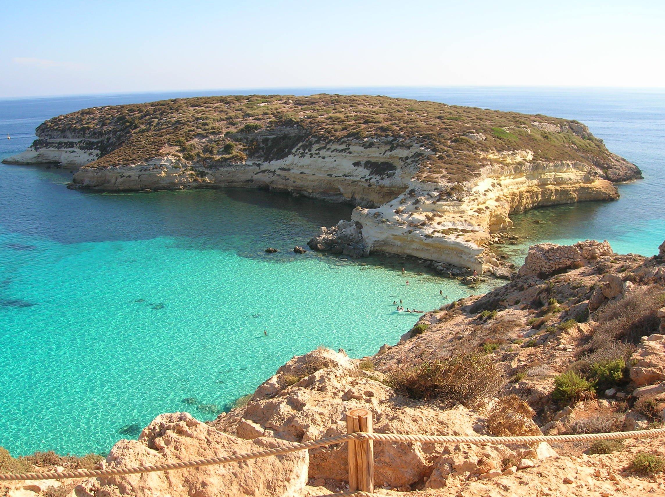 Matrimonio Spiaggia Lampedusa : Olandese di anni raggiunge il marito immigrato a