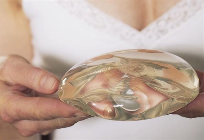 Il petto con prolungamenti di plastica