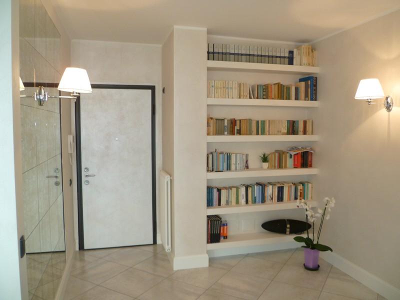 Come ricavare una libreria in una nicchia - Tutto per Lei