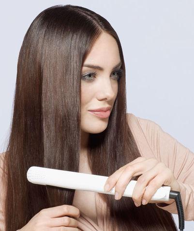 Come stirare i capelli senza rovinarli