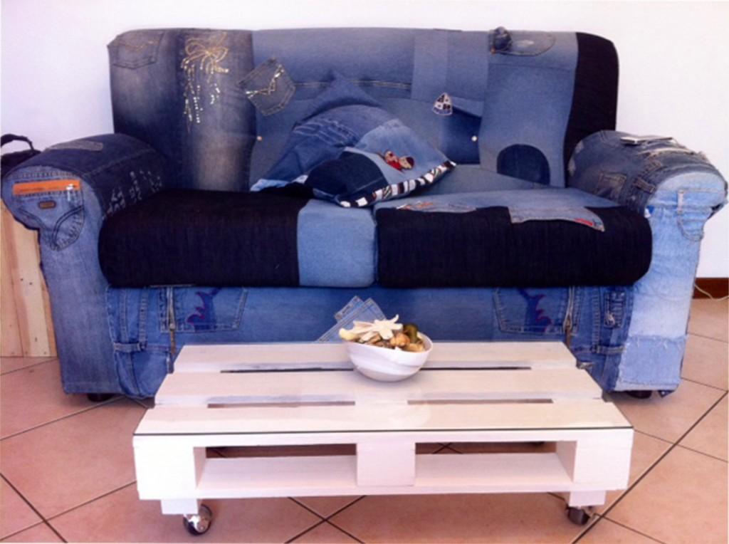 Come realizzare un rivestimento per divano e cuscini con - Rivestire un divano fai da te ...