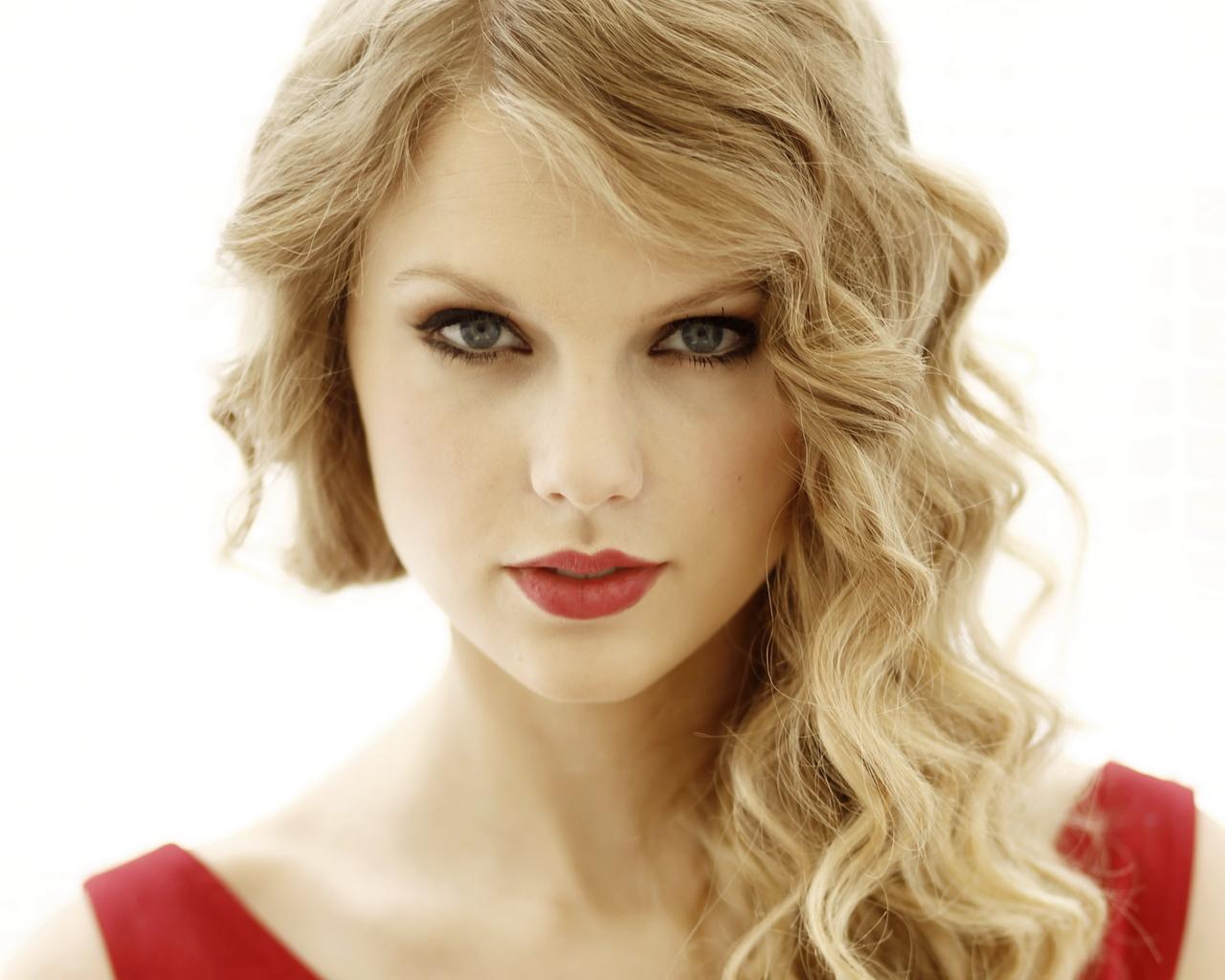 Taylor Swift canta a sorpresa per un bimbo malato. La cantante americana è andata a fare visita al piccolo Jordan Lee Nickerton, di 7 anni affetto da ... - taylor-swift