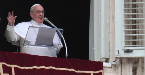 Dopo 60 anni l angelus di ferragosto a san pietro e non castel gandolfo il papa non va in - Finestra del papa ...