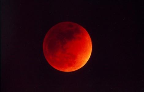 eclissi di luna rossa