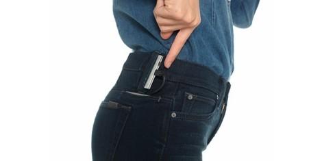 jeans che ricaricano il cellulare