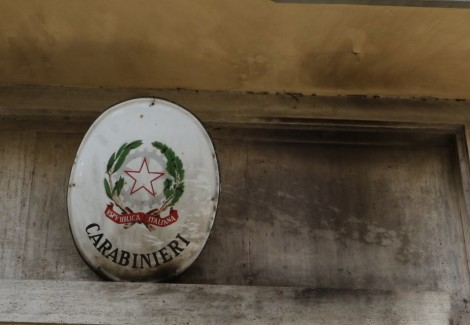 molotov contro carabinieri