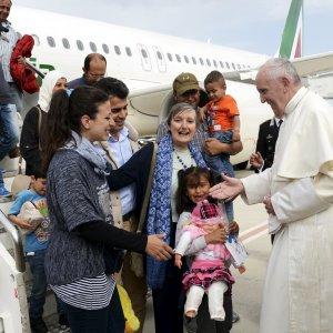 papa francesco profughi in italia