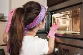 pulire il forno con prodotti naturali