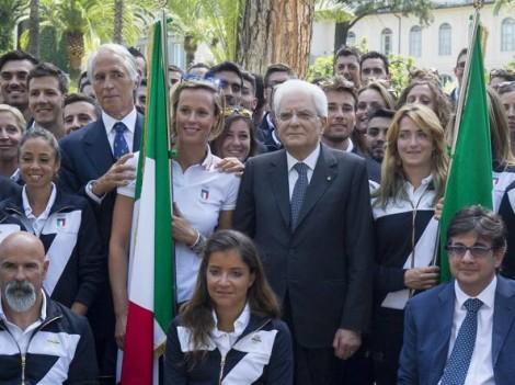 presidente mattarella e portabandiere italia