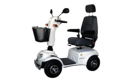 scooter papa francesco regalato a disabili