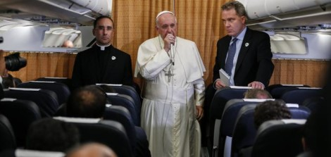 papa francesco in volo
