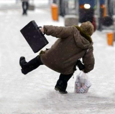 anziani rischio fratture per ghiaccio