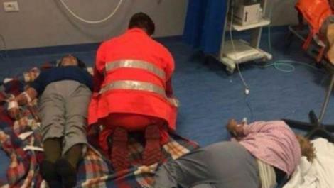 malati a terra sul pavimento ospedale di nola