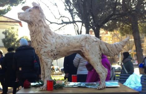 statua dedicata al cane angelo