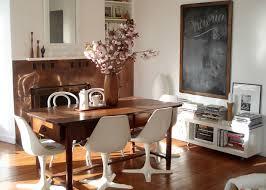 Sedie Da Abbinare A Tavolo In Legno.Casa Come Abbinare Tavolo E Sedie In Modo Del Tutto Inusuale