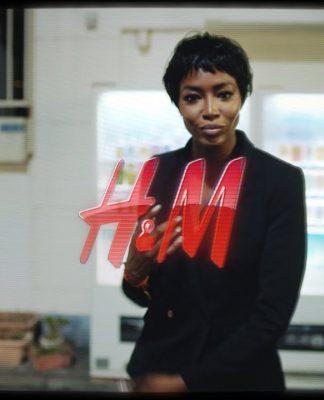 E  Naomi Campbell la nuova testimonial del brand low cost H M. Per lanciare  la nuova collezione Autunno Inverno 2017-2018 75d0b784ee2