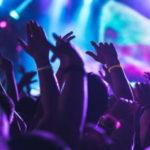 Milano, rissa fuori dalla discoteca: accoltellata una ragazza, rischia la vita